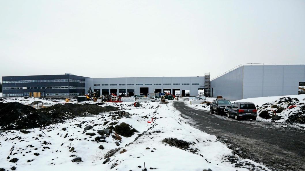 Onsdag 20. november 2019 ble det holdt såkalt kranselag på det kommende Hesselberg-bygget utenfor Oslo. I juni 2020 skal det stå helt ferdig. Kontorfløyen er her til venstre, med varmlager bak, i midten ligger verkstedet og kaldtlageret til høyre.