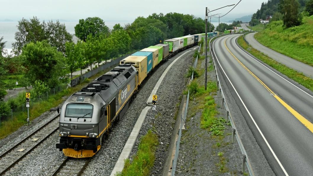 Godstogselskapene har gått med store underskudd de siste årene, og har måttet kutte i rutetilbudet. Tilskuddsordningen er ment å hjelpe på situasjonen fram til planlagte infrastrukturinvesteringer får effekt.