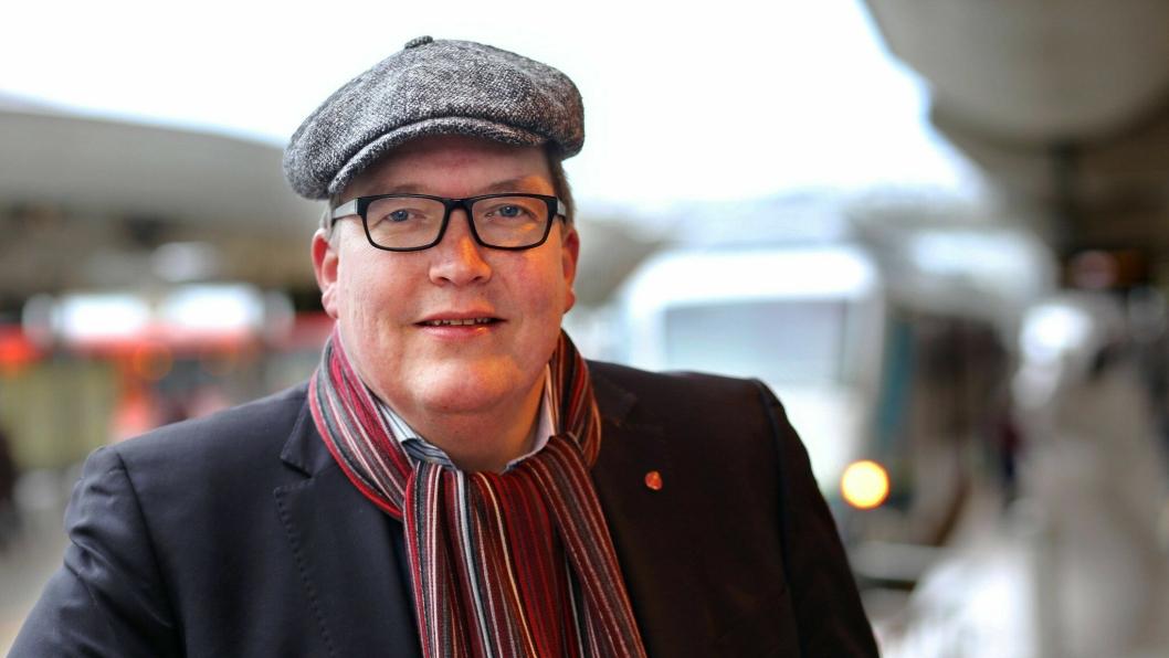 Sverre Myrli er stortingsrepresentant for Akershus og er Arbeiderpartiets transportpolitiske talsmann på Stortinget. Han er inne i sin femte stortingsperiode og har utdanning fra Høgskolen i Oslo og Handelshøjskolen i København. Han har permisjon fra jobb i Forsvarsbygg og var politisk rådgiver i Samferdselsdepartementet 1996-97. Myrli er opptatt av alle transportformer. Ikke minst det store omfanget av kabotasje som foregår i Norge i dag, både i lovlig og ulovlig form. Han er også sterk tilhenger av mer gods på bane og sjø.