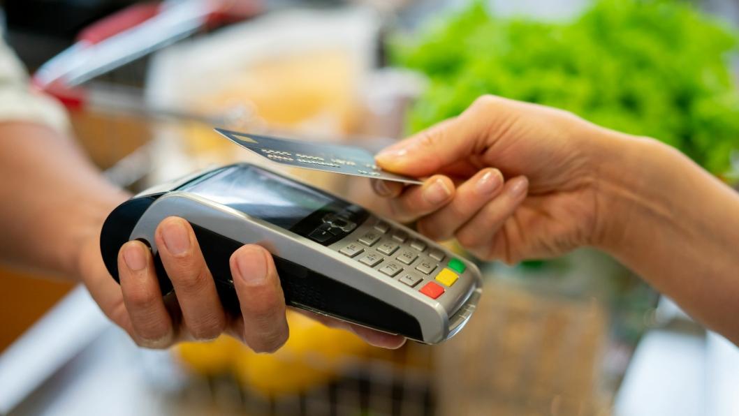 TÆPPE-TREND: Over 20 prosent brukte kontaktløs betaling da de betalte for seg på fredag.