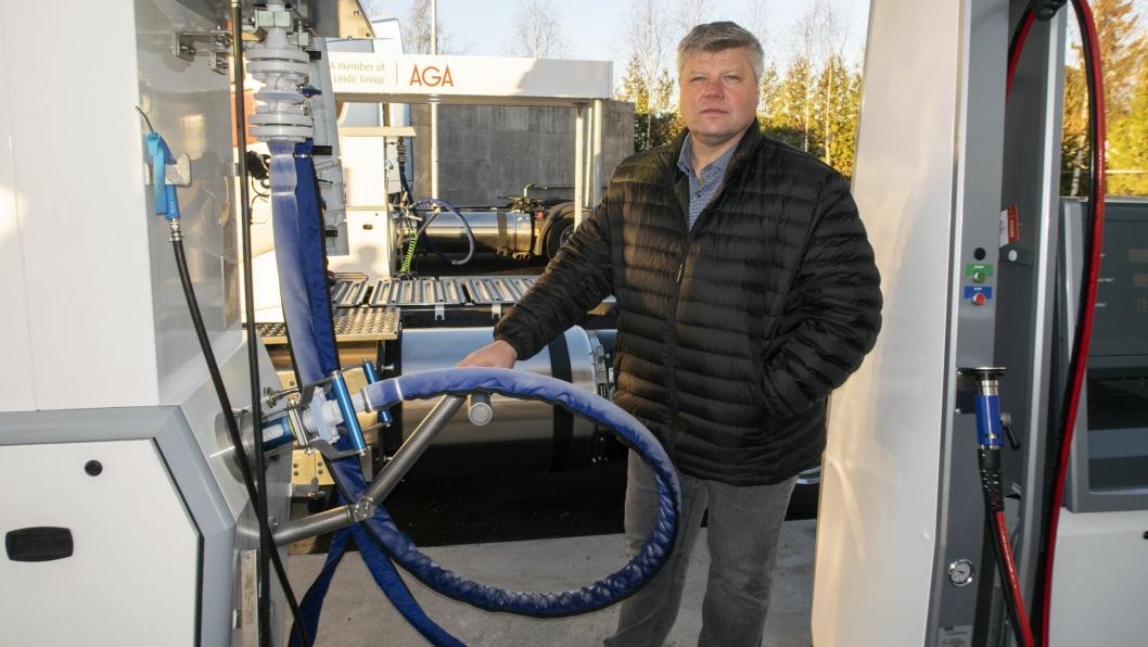 I fjor åpnet AGA sitt første fylleanlegg for flytende biogass (LBG) ved Furuset i Oslo. Her John Melby, ansvarlig for BIO gass i AGA. Foto: Espen Braata