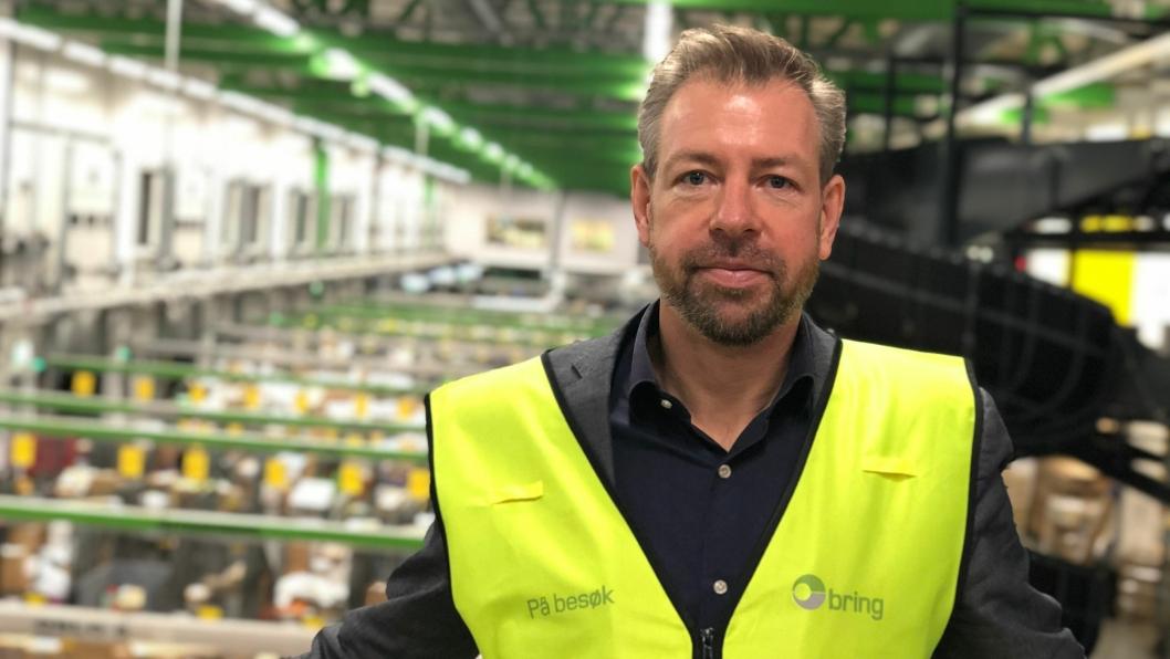Pressesjef i Posten, John Eckhoff, frykter at mange ikke vil hente pakkene sine når det påløper toll og avgifter de ikke var klare over.