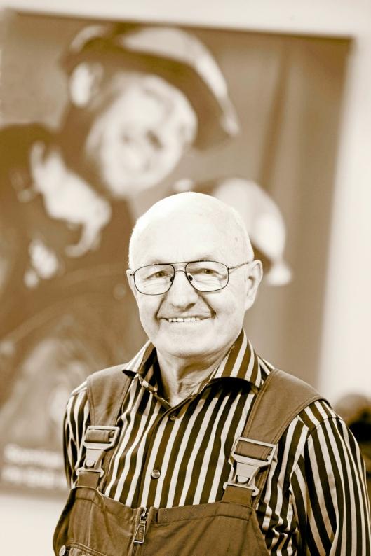 GRÜNDEREN: Erik Andersson smidde seg et rekkverk på 1950-tallet. Det ble starten på et industrieventyr.