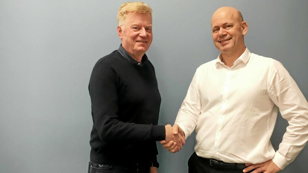 Rambølls John Kenneth Selven ønsker tidligere innkjøps- og logistikksjef i Mascot Høie AS, Fredrik Manum, velkommen med på laget.l