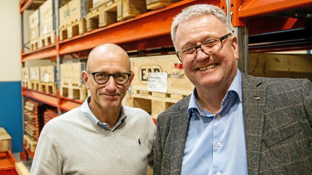 RINGREVER: Salgssjef for lagerutstyr, Mats Carlsson (til venstre) og daglig leder i norske EAB Lagerteknikk AS Runar Bøe, har begge solgt EAB-produkter siden 1980-tallet.