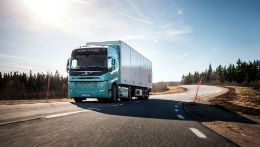 Utvalgte kunder i Europa får teste ut slike elektriske Volvo-trekkvogner (konseptbiler) for regional transport.