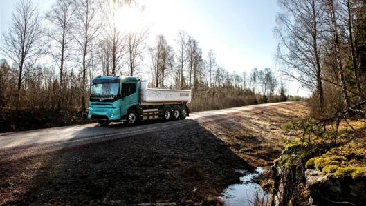 Utvalgte kunder i Europa får teste ut slike elektriske Volvo-tippbiler (konseptbiler) for regional transport.