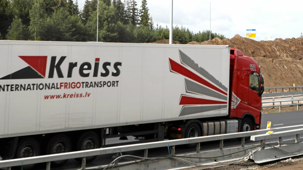 Arkivbilde av Kreiss-vogntog på E6 ved Gardermoen i 2016.