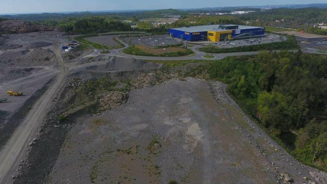 Posten ruster seg for fremtidens netthandel og planlegger å bygge ny terminal på denne tomten i Lillesand kommune.
