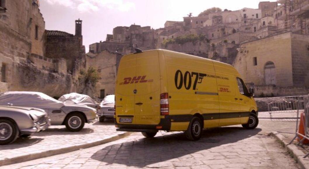 DHL har stått for logistikken i forbindelse med innspillinger av James Bond-filmer siden 2005. Den nyeste filmen «No Time To Die» har kinopremiere 2. april 2020. Den er filmet i Norge, Italia (bildet), Jamaica og naturligvis Storbritannia.