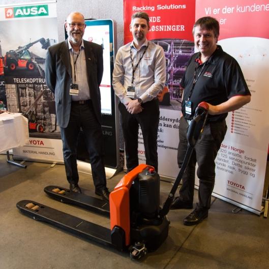 Tradisjonen tro viste Toyota fram nyheter under Røroskonferansen. Fra venstre produktsjef Kjell Einar Totsås, distriktssjef Anders Nordli og distriktssjef Lasse Sæther.