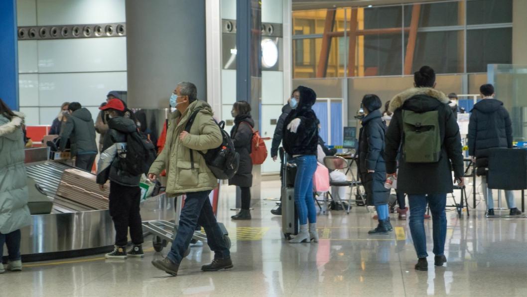 Over 70 flyselskaper har kansellert sine flyavganger til og fra Kina på grunn av koronaviruset. Det skaper utfordringer for postsendinger.