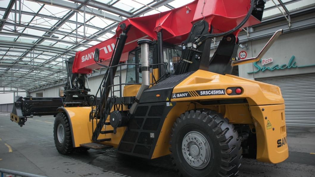 Et av de mest spennende produktene fra Sany er reachstackeren med hybrid-teknologi som sparer både diesel og driftskostnader.