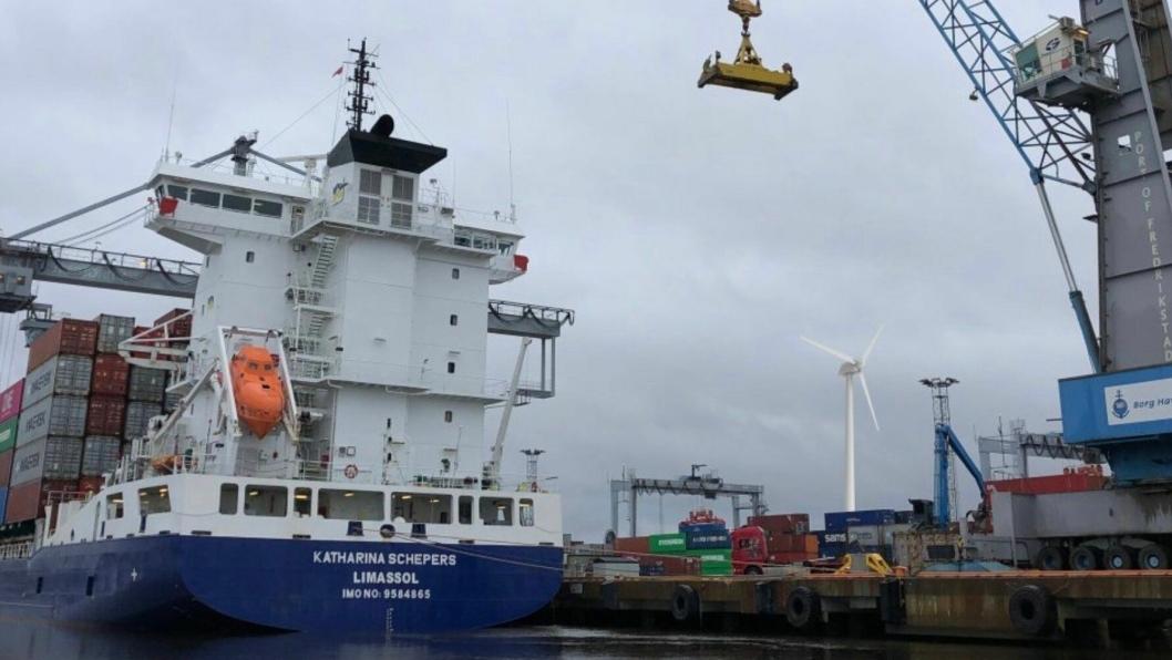 Containerskip til kai på Øraterminalen i Fredrikstad. Foto Borg Havn.