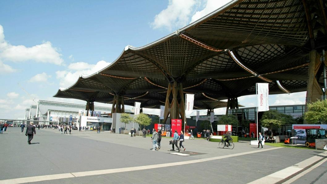 Over 200.000 mennesker besøker hvert år Hannover Messe. Nå blir den flyttet til juli.