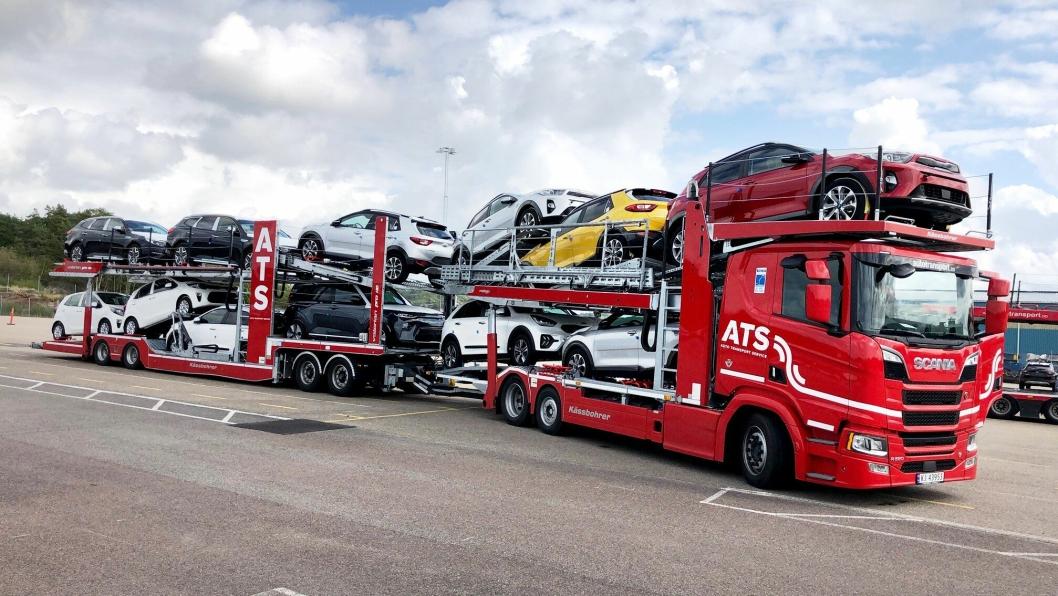 FØRSTE: 12 biler er det plass til på modulvogntogene ATS har tatt i bruk til biltransport.