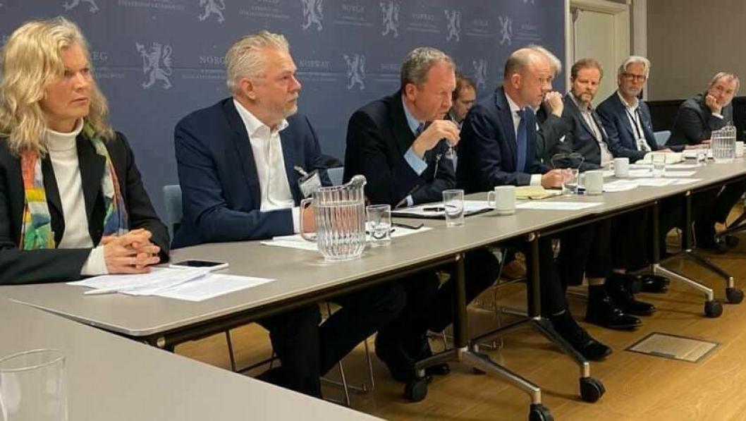 NHO LT-leder Are Kjensli, NHO-sjef Ole Erik Almlid og andre ledere for NHOs landsforeninger var tirsdag i dialog med næringsminister Iselin Nybø (V) om konsekvenser og krav for å dempe virkningene av koronaviruset.