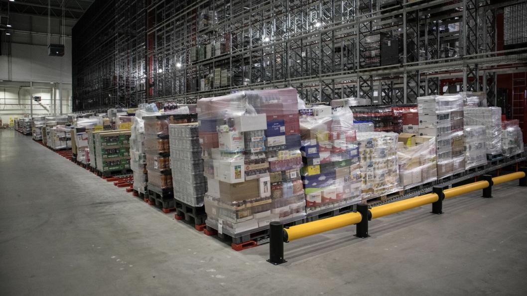 De tre store matvarekjedene i landet forsikrer at de har nok mat på lager. Her fra Remas distribunal på Vinterbro.