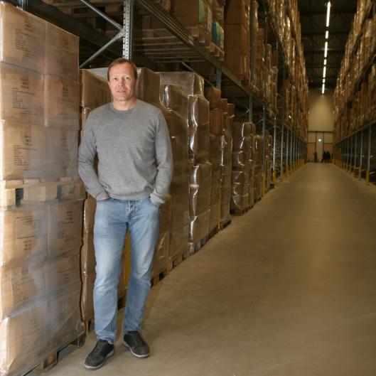 Sport Outlet-gründer Tor-André Skeie forteller om et lager snudd på hodet i forhold til tradisjonell lagervirksomhet. (Foto: Per Dagfinn Wolden)