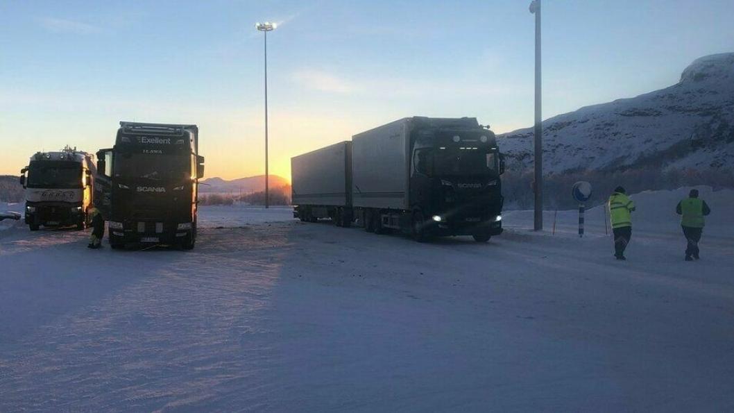 Bransjeaktører er kritiske til manglende kontroll av utenlandske lastebilsjåfører ved grensen. Er vi vitne til potensielt tikkende smitte-bomber?