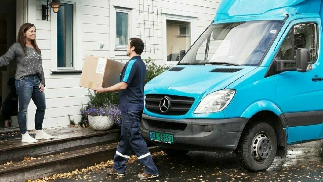 Koronakrisen fører til en stor økning i hjemleveringer, men også nye rutiner både for PostNord og Posten.