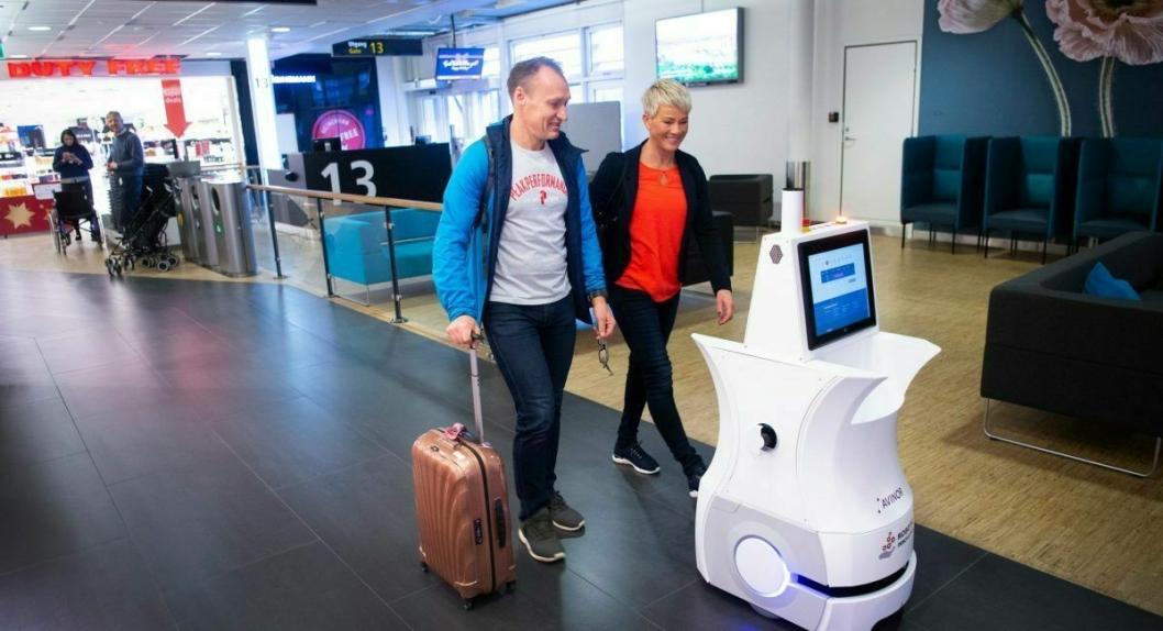 På Stavanger lufthavn Sola kan de reisende få hjelp av roboten Alexis til å finne fram.