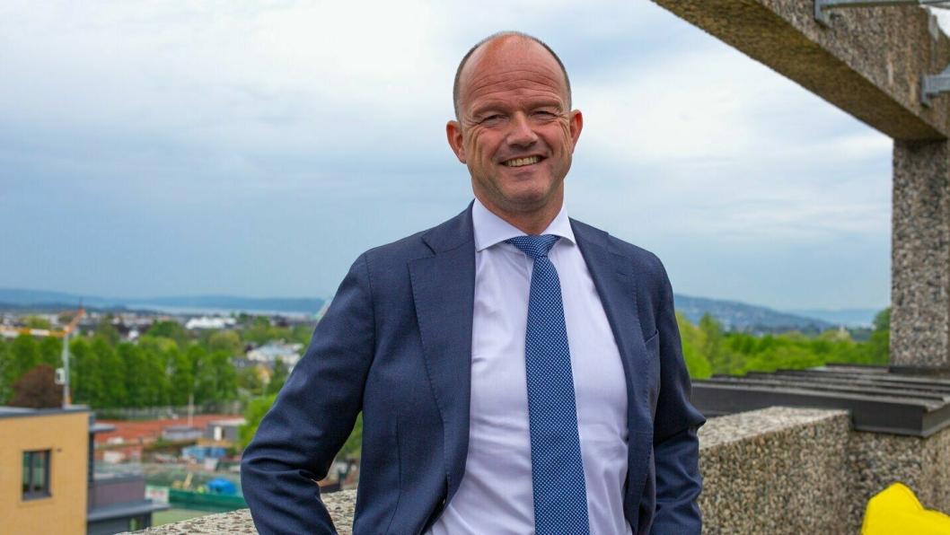 NHO-sjef Ole Erik Almlid er fornøyd med fredagens krisepakke fra regjeringen, en kontantstøtte til mellom 10 og 20 milliarder kroner i måneden.