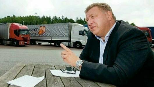 NLF-sjef Geir A. Mo oversendte også nye krav til Stortinget fredag.