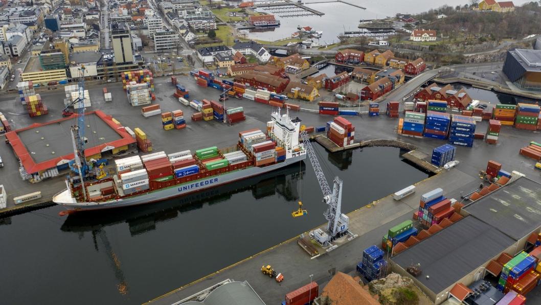 Norske havner mister store inntekter nå passasjertrafikken forsvinner. Det vil også kunne gå utover godstrafikken. Her fra havna i Kristiansand.