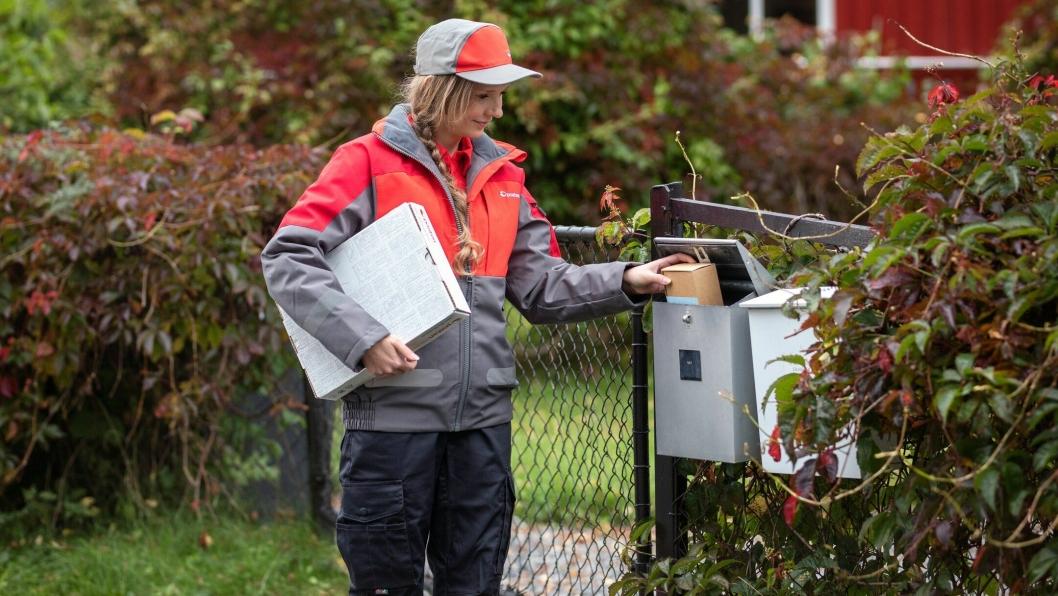 Posten både leverer og henter pakker i folks postkasser i et forrykende tempo for tiden.