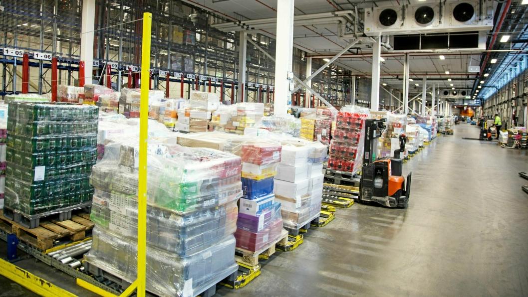 Veksten i dagligvarehandelen i slutten av mars var voldsom. Her fra Coops sentrallager CLog ved Gardermoen.