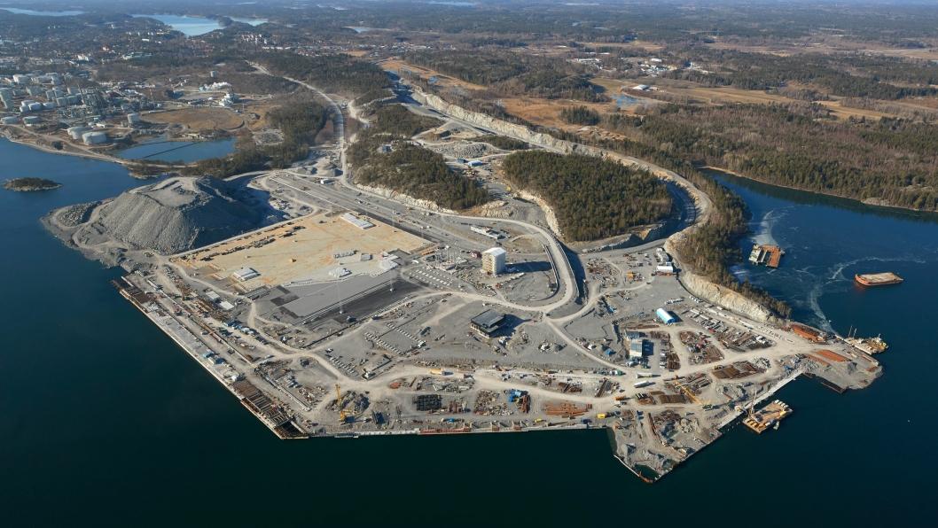 Norvik havn bygges på et helt nytt område, drøyt fire mil syd for Stockholm. Dette bildet er tatt for et drøyt år siden.