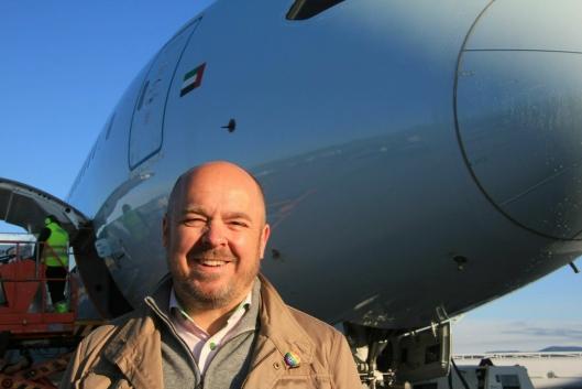 Fly- og PR-ekspert Christian Kamhaug har bakgrunn som såkalt «revenue manager» i SAS, en jobb han forklarer som «å beregne rett pris til rett antall passasjerer i rett marked». Han har de siste årene jobbet med PR og kommunikasjon, i tillegg til den ukentlige podkasten Flypodden som dekker norsk og internasjonal luftfart.