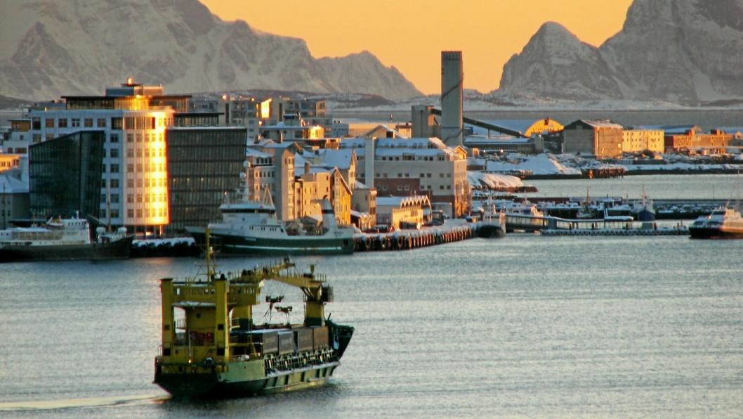MS Tege på vei inn til Bodø, før ruten ble lagt ned i 2013.