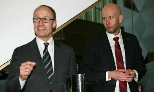Enova-sjef Nils Kristian Nakstad og tidligere olje- og energiminister Tord Lien og er skjønt enige om satsingen på miljøvennlig transport. Her på Enova-konferansen for en tid tilbake. Foto: Per Dagfinn Wolden