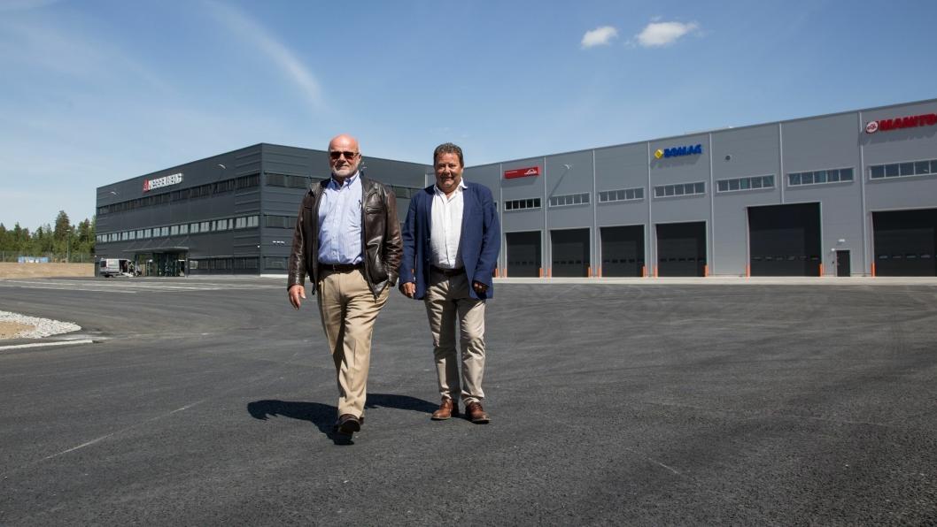 Bjarne Corwin og Kai Paulshus i Hesselberg gleder seg som to små barn til å flytte inn i nytt praktanlegg kloss ved E6.