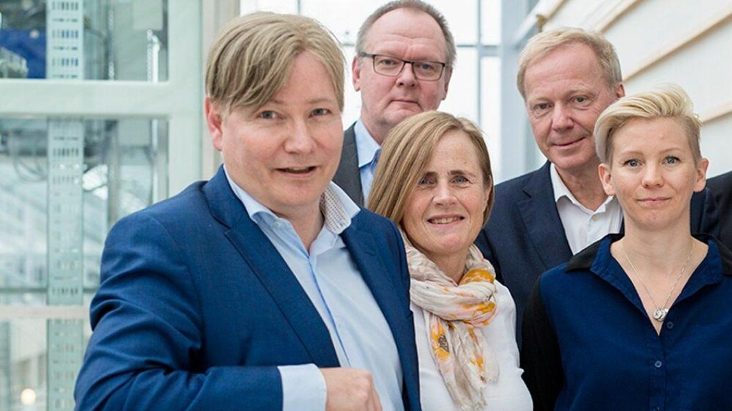 Styreleder Ole. A. Hagen i TØI er på jakt etter ny TØØI-sjef. Her sammen med styremedlemmene Grete Skundberg (Kolumbus), Tomas Svensson (Generaldirektør VTI),  Ola H. Strand (tidl. adm. dir. Coop/SAS) og Kjersti Øksenholt (ansatte-repr/forsker).