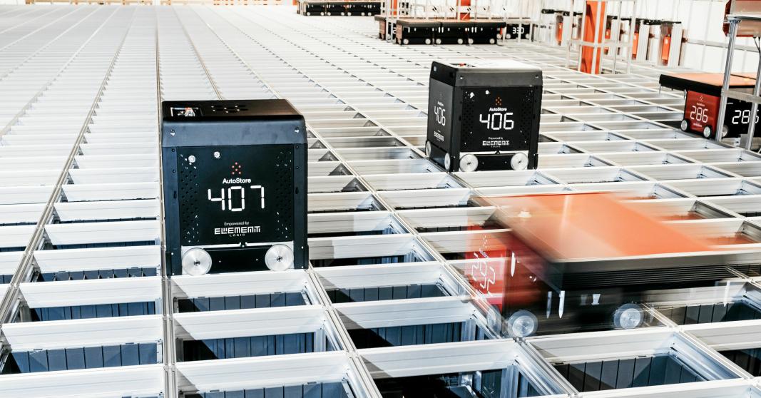 Boozt sitt lager i Ängeholm med verdens største AutoStore. Her er det levert verdens første Black Line-roboter.