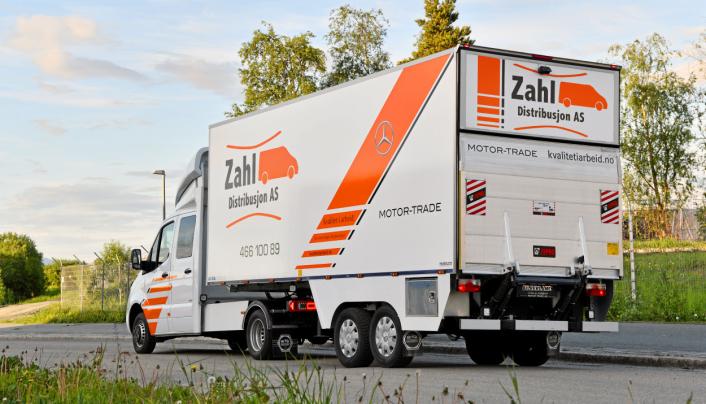 Det er ikke uvanlig at varebiler med bakløfter har under 500 kg nyttelast. Semiløsningen gir 2500-3000 kg nyttelast med bakløfter.
