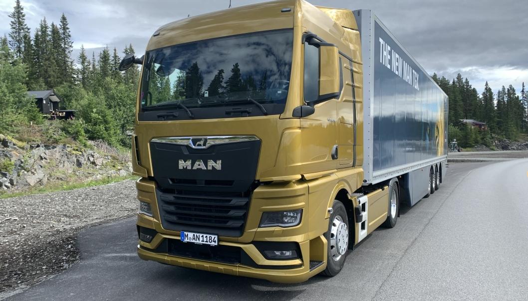 I NORGE: MAN-fabrikken har tatt turen til Norge med den nye MAN TGX 18.510. Den bilen, men med tre eller fire akslinger forventer MAN fortsatt skal være deres bestselger.