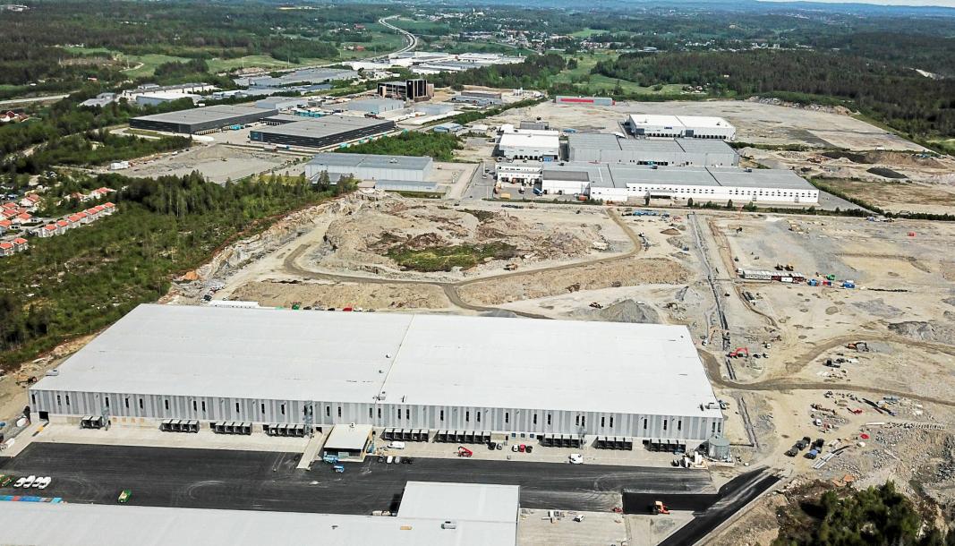 Tomten Logicenters har kjøpt, er området mellom DSVs nybygg i forkant av bildet, og Toveien.