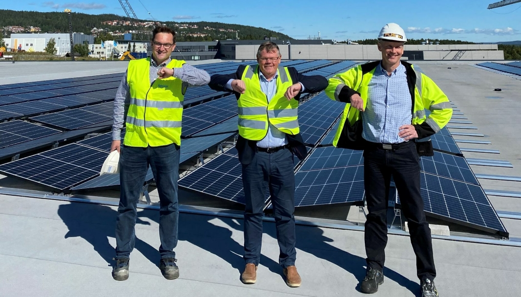 Soler seg, fra venstre: Geir Apeland, Fabritius, Knut Pettersson, OneMed og Thor Christian Tuv, Solenergi FUSen.