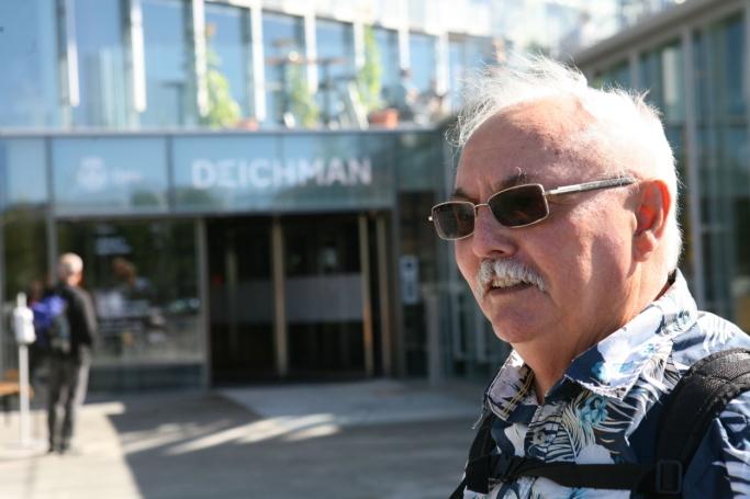 - Biblioteket er godt å støtte seg til i en ny tilværelse som pensjonist, sier Tom-Erik Østreng. Foto: Per Dagfinn Wolden