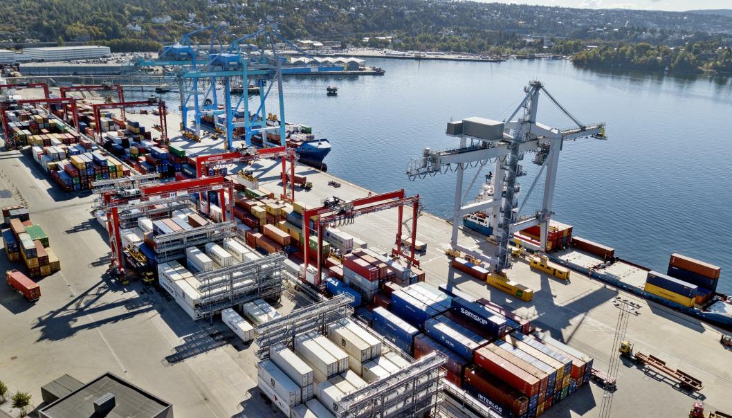 Yilports containerterminal på Sjørsøya har vært travel i sommer.