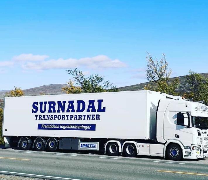 Å bli deltaker i denne gigantsammenslutningen skal være det største som har skjedd Surnadal Transport.