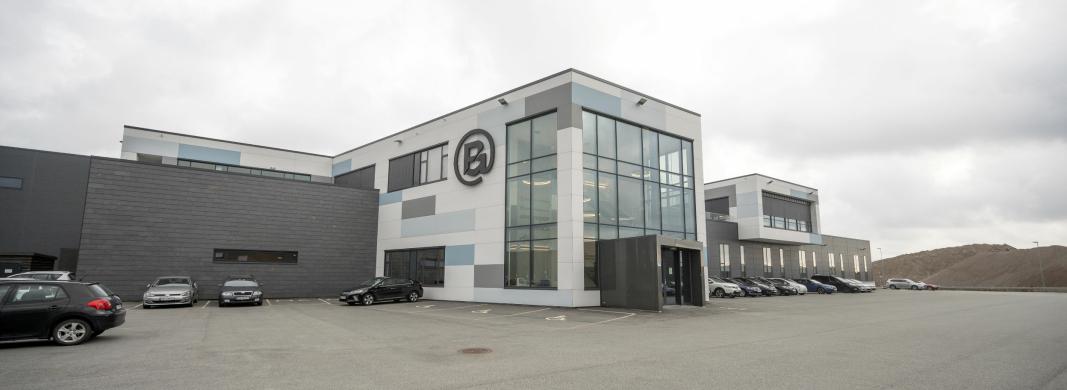 Blivakker.no er en del av Brandsdal Group som har hovedkontor og lager på Mjåvann utenfor Kristiansand.
