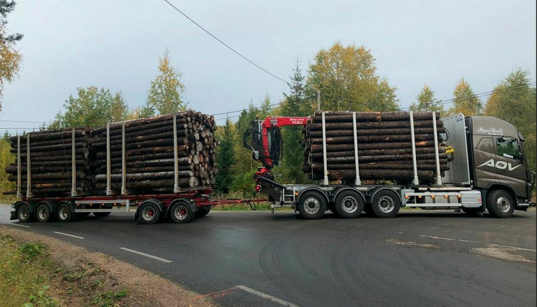 I Innlandet testes det om tømmervogntog med ni akslinger og totalvekt på 74 tonn vil forårsake større slitasje på veiene enn tømmerbilene som brukes i dag