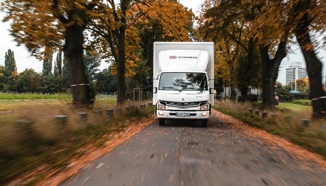 36 slike lette elektrisk drevne Fuso-lastebiler skal leveres til DB Schenker. Åtte av dem til konsernets norske selskap.