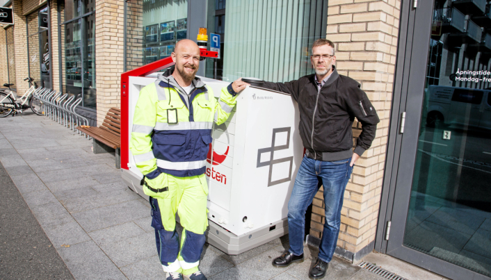 PARTNERE: Testen på Løren var et samarbeid mellom Buddy Mobility og Posten. Nå skal Morten Theiste i Buddy (til venstre) og Svein Aaserud i Posten lære av reaksjonene etter testen.