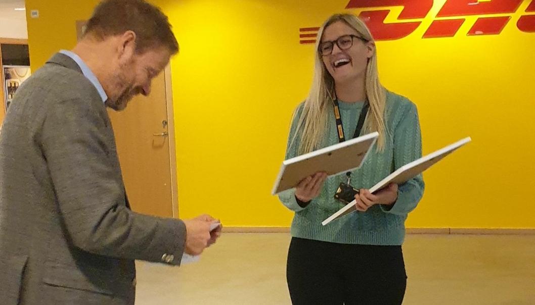 Onsdag mottok «Årets unge talent», Margrethe Bårdsen, diplom, blomster og en sjekk på 10.000 kroner fra NHO LT-sjef Are Kjensli i DHLs lokaler på Berger.